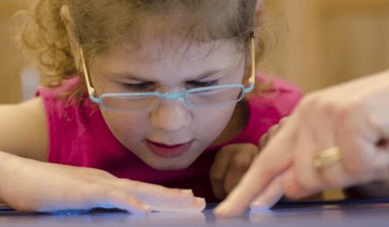 drawn out screen time harm kids' vision