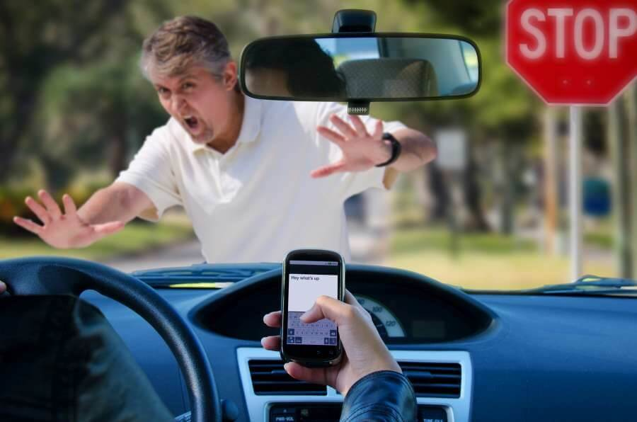 driving safety facts - the danger of distracted driving