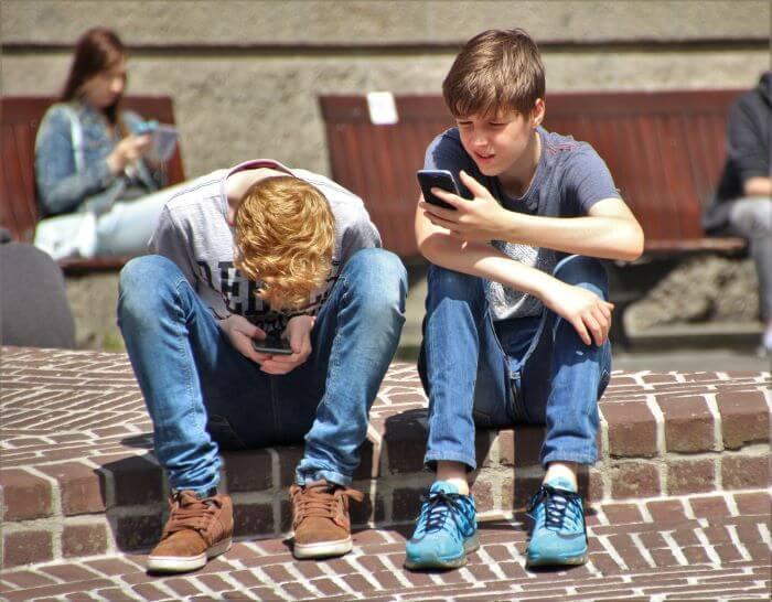 why teens create finsta account - avoid parents superviison