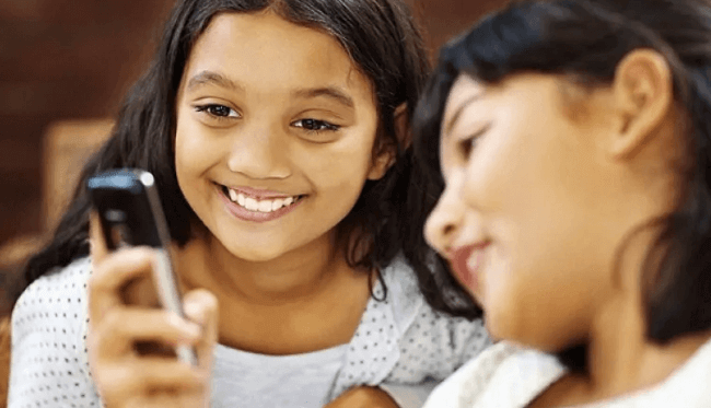 kids with emergency cellphone