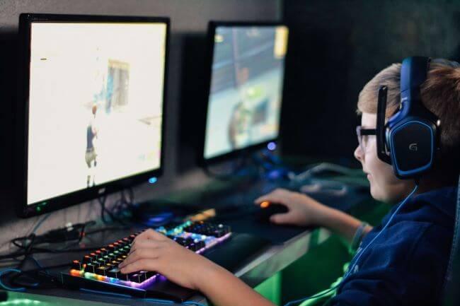 teen playing Fortnite games