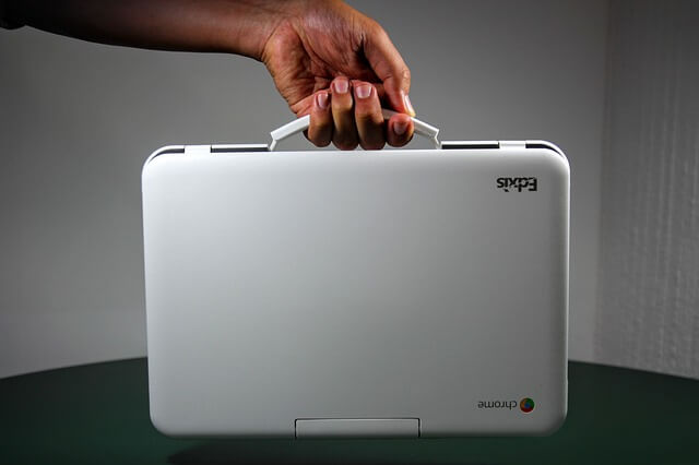 chromebook vs laptop - things to consider before purchase portability