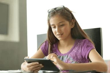 kid use iPad